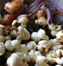Shrimp & seaweed ceviche  with sea salad popcorn